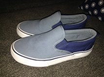 Old Navy Boys Slip On Shoes Size 1 in Joliet, Illinois