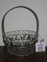 NWT silver wire basket in Glendale Heights, Illinois