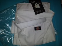 Dickies Work Gear 57049 White 5 Pocket Apron in Clarksville, Tennessee