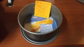 7 inch Spring Form Baking Pan (New) in 29 Palms, California