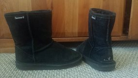 Bearpaw Black  Boots - Girls Size 4 in Naperville, Illinois