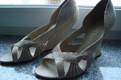 Wedges, formal sz 9 US in Ramstein, Germany