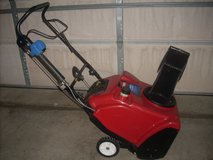 L@@K TORO 221 ZQE SNOWTHROWER NEW PADDLES ( ELEC. START NOT WORKING ) RUNS GREAT in Naperville, Illinois