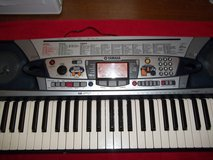 YAMAHA PSR280 KEYBOARD (pic. he sings bass and she sings tenor) in Fort Knox, Kentucky