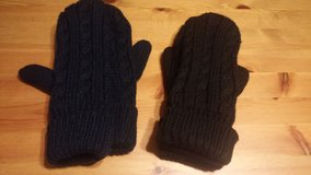 knit mittens in The Woodlands, Texas