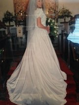 Beautiful Wedding Dress in Fort Campbell, Kentucky