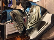 Men's Size 10 Hockey Skates- w/ carrying bag in Fort Campbell, Kentucky