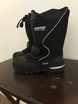Baffin snowboots sz 2 in Fort Drum, New York