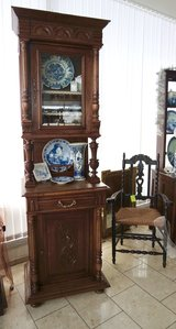Henry II one door dining room hutch with bevelled glass in Spangdahlem, Germany