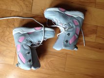 Girls snowboard boots in St. Charles, Illinois