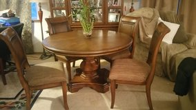 Gorgeous solid Table and Chairs set in Fort Lewis, Washington