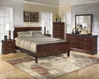 New King size Cherry 5 piece set in Cherry Point, North Carolina