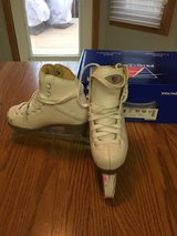 Riedell Figure skates, girls size 12 in Glendale Heights, Illinois
