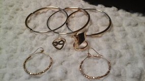 Jewlery Set - (NEW) in Glendale Heights, Illinois