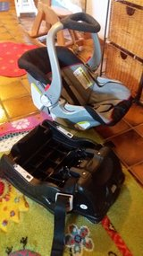 BabyTrend carseat and base in Ramstein, Germany