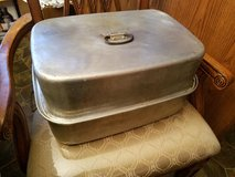 Large / Aluminum Roasting Pan in Clarksville, Tennessee