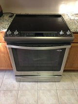 NEW! PRICE DROP!! Whirlpool Gold Series Electric Range in Algonquin, Illinois