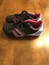Girls Size 1 Umbro Soccer Cleats in Naperville, Illinois