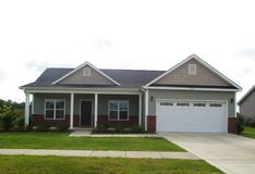 Covered Patio, Minutes to Lejeune, Pets Welcome, Available 4/14! in Camp Lejeune, North Carolina
