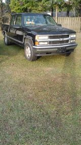 1998 Chevrolet Z71 parting out in Cherry Point, North Carolina