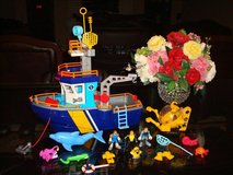 IMAGINEXT OCEAN BOAT WITH TONS OF ACCESSORIES in Naperville, Illinois
