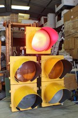 FULL SIZE LED 5 LAMP TRAFFIC LIGHT WITH SEQUENCER in Moody AFB, Georgia