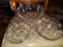Pyrex / Mid Size / 3 Piece Serving Bowl Set in Clarksville, Tennessee