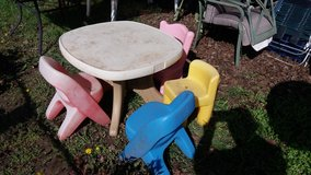Table and 4 chairs in Fort Riley, Kansas