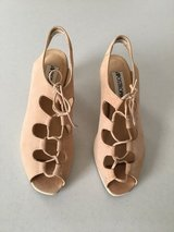 EUC SIZE 7 Shoe Blush - Natural - Nude Heels in Lockport, Illinois
