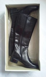 Women's Black Calf Boots Sz 8 M in St. Charles, Illinois
