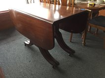 Drop-leaf table w/ 3 leaves in Chicago, Illinois