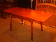 1940'S/1950'S ANTIQUE TABLE WITH DOUBLE LEAFS in Fort Eustis, Virginia