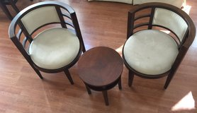 Round Foyer or entry table & chairs excellent condition in Camp Pendleton, California