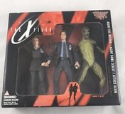 1998 McFarlane Toys - The X-Files 3 figure Pack Mulder, Scully & Alien, in box in Lockport, Illinois
