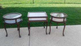 Antique Display Tables in Naperville, Illinois