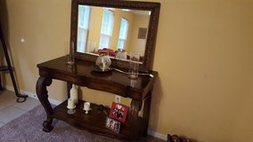 entry table and mirror in Fort Leonard Wood, Missouri