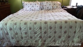 DOUBLE/FULL BEDSPREAD,  2 SHAMS COVER AND SHEET SETS W/2 STANDARD PILLOWS in Chicago, Illinois
