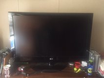 42 inch LG FLAT SCREEN TV WITH REMOTE in Wilmington, North Carolina