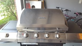 4 Burner Gas CharBroil Grill w/ Infared and 2 LP Tanks in Naperville, Illinois