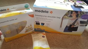 Medela Storage Bag And Bottles In Fort Carson, Colorado