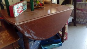 Oak Drop Leaf Table in Joliet, Illinois
