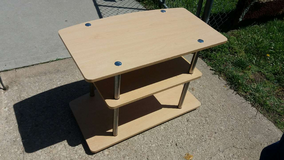 "Tv stand 31.5x18"" 22.5"" tall in Fort Riley, Kansas"