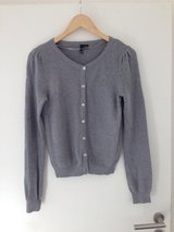 Sweater H&M in Ramstein, Germany