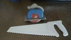 Fred hand saw pizza and cake cutter in Chicago, Illinois