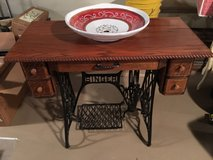 Singer Sewing Table Vanity w/Italian Sink - Mint! in Naperville, Illinois