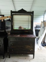Antique dressers in Fort Campbell, Kentucky