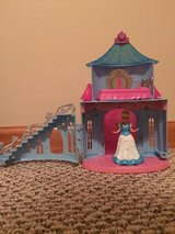 Disney Cinderella MagiClip Flip 'N Switch Castle with Cinderella doll in Glendale Heights, Illinois