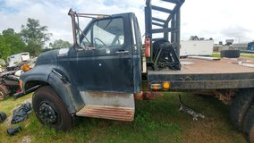 1995 ford winch truck in Cleveland, Texas