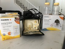 Medela Double Breast Pump + New Parts & Milk Bags in Travis AFB, California