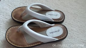 WHITE SUMMER LEATHER SANDALS 5-1/2 SM BY ST.JOHN'S BAY in Chicago, Illinois
